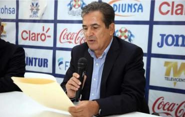 """Pinto a convocado 55 jugadores y aún no encuentra su equipo ideal con la """"H"""""""
