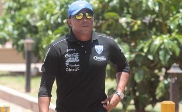 Carlos Pavón extrañado que Pinto todavía no tiene un equipo base