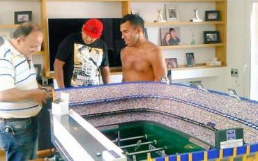 Tévez se compra un futbolín que representa La Bombonera
