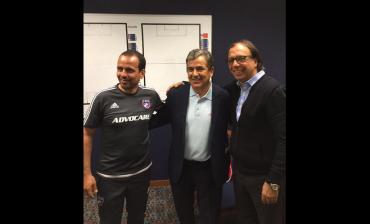 Pinto visitó al técnico de FC Dallas donde milita Maynor Figueroa