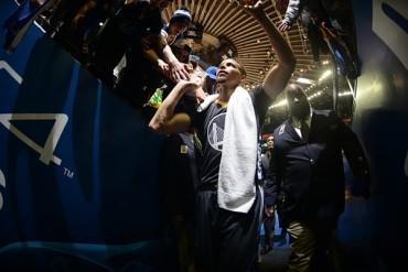 Stephen Curry celebra como líder su cumpleaños y Neymar lo felicita