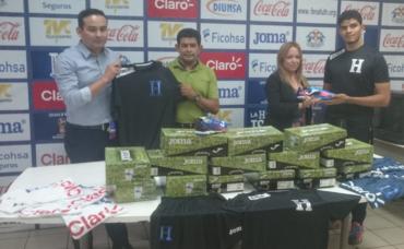 Selección de Futsal recibió de la Fenafuth implementos deportivos
