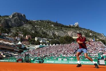 Federer retornó a las pistas con triunfo