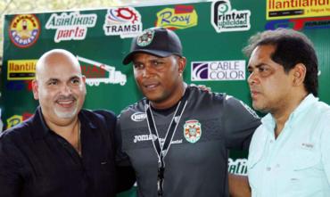Directiva de Marathón ratificó a Carlos Pavón como técnico