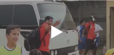 VIDEO: El polémico gesto de Noel Valladares a un aficionado en Tocoa