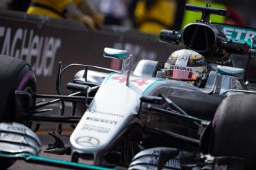 Con llantas nuevas, Mercedes dominó ensayos en Mónaco
