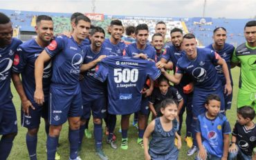 Por fin cumplió Júnior Izaguirre su juego 500 en la Liga Nacional