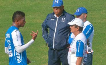 Pinto responde a las declaraciones del atacante Carlos Costly