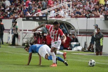 Brayan Beckeles no vio acción en el debut del Necaxa en la Liga MX