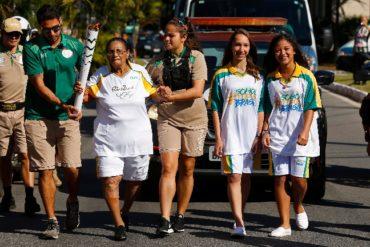 Mujeres de más de 100 años portan la Antorcha Olímpica de Río 2016