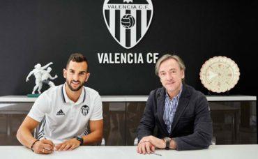 El Valencia hace oficial el fichaje de Martín Montoya por cuatro temporadas