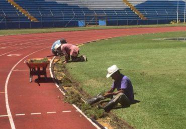 A petición de Jorge Luis Pinto, reparan algunas partes del Estadio Olímpico