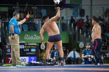 Entrenadores que se desnudaron en JJOO fueron suspendidos