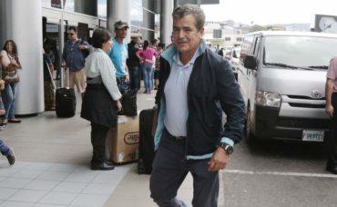 Jorge Luis Pinto, seleccionador de Honduras, viajó esta mañana a México