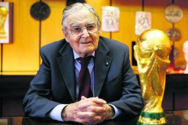Murió el creador del trofeo de la Copa del Mundo