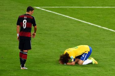 Özil reveló qué le dijo a David Luiz tras el 7-1 del Mundial 2014