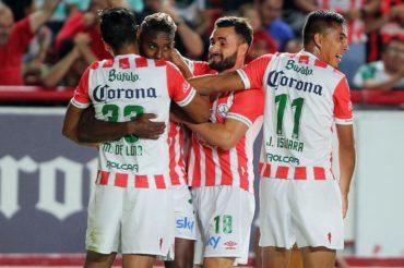 El Necaxa del hondureño Beckeles cerca de semifinales en México al vencer al Pachuca