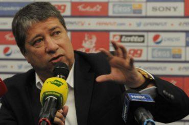 """""""Bolillo"""" Gómez, ha separado por indisciplina de la selección al jugador Escobar"""