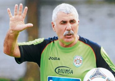 """Manuel Keosseián: """"Yo no puedo hacer nada contra los árbitros"""""""