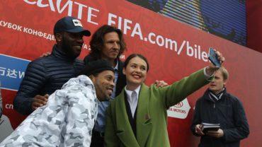 Ronaldinho y Okocha llevan el espíritu de los campeones a Kazán