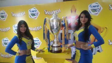 La Liga Nacional presentó la Copa que se adjudicará al campeón del Torneo Clausura