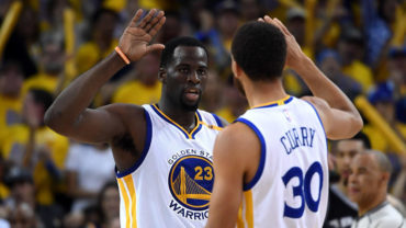 Curry guió remontada sobre Spurs; Warriors lideran serie