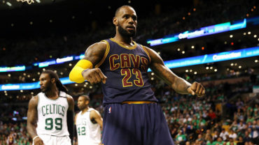 LeBron supera a Michael Jordan como máximo anotador en playoffs