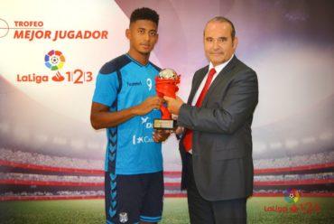 'Choco' Lozano es premiado como el mejor jugador de la Liga de Ascenso en España