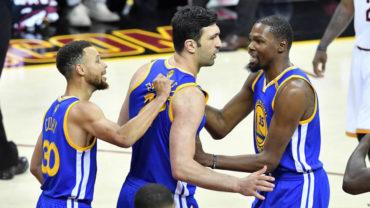 Durant y los Warriors, a un triunfo del título NBA