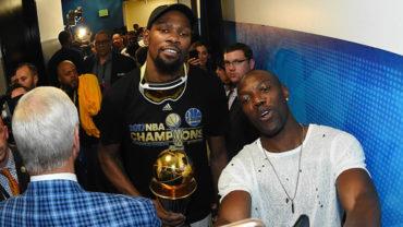 Durant firmó con Warriors para coronarse y vencer al 'Rey'