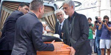 José Mourinho asiste al funeral de su padre en Setubal