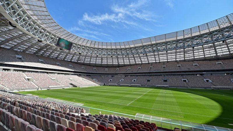 Instalados los terrenos de juego en varios estadios mundialistas