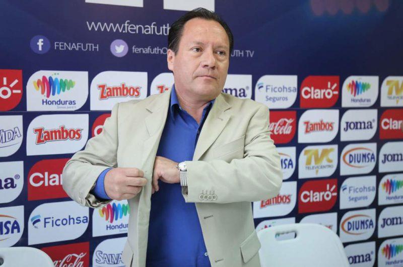 Mexicano, Pedro Rebollar quiere seguir al frente al arbitraje hondureño