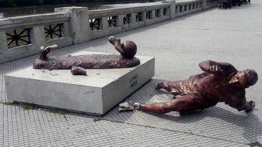 Destrozan estatua de Messi en Argentina