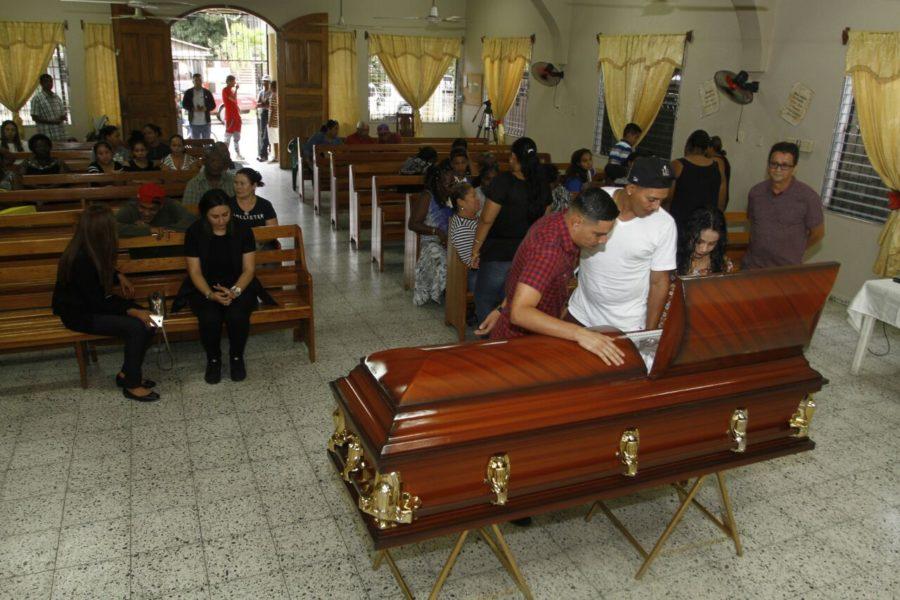 Familiares y Amigos le dan el último adiós a Juan Carlos García