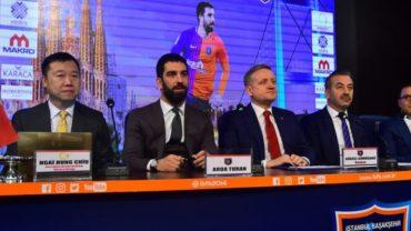 Arda Turan fue presentado oficialmente con el Basaksehir