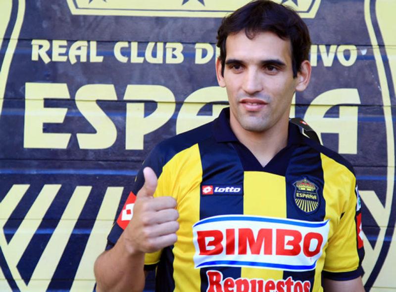 Claudio Cardozo, anunció su retirada como jugador y viajó a Montevideo