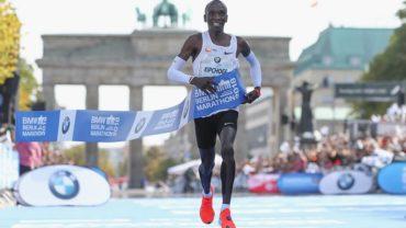 ¡Nuevo récord mundial en el Maratón! Eludi Kipchoge impone marca en Berlín